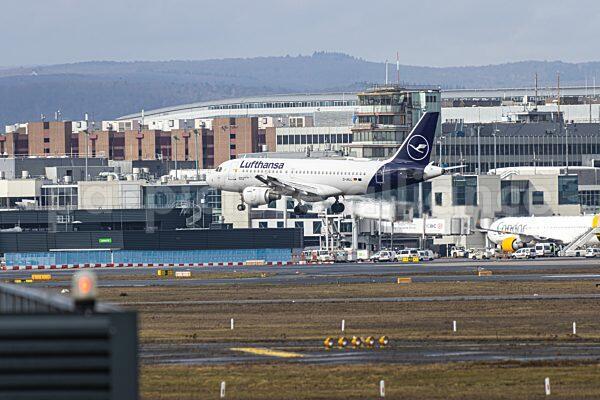 Frankfurt Airport - Anflug einer Lufthansa Maschine (18.02.2021)