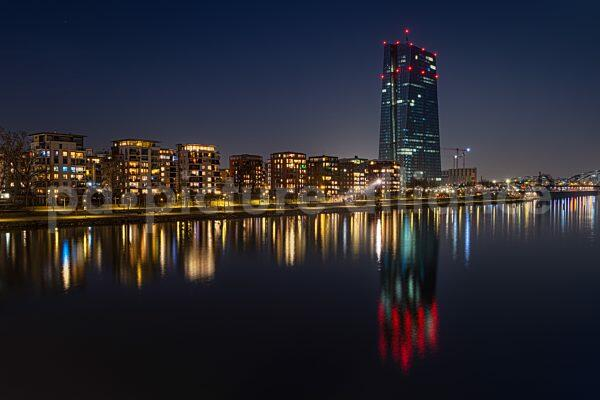 Mainufer und EZB bei Nacht (25.02.2021)