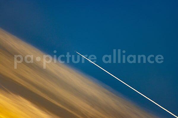 Flugzeug am Abendhimmel (25.02.2021)