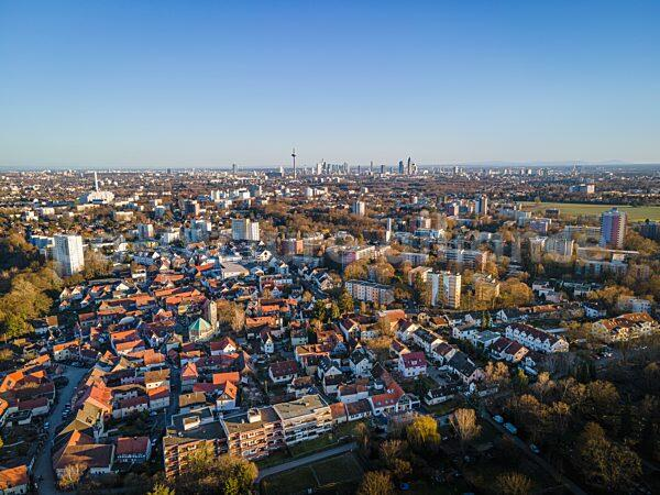 Blauer Himmel über Frankfurt (01.03.2021)