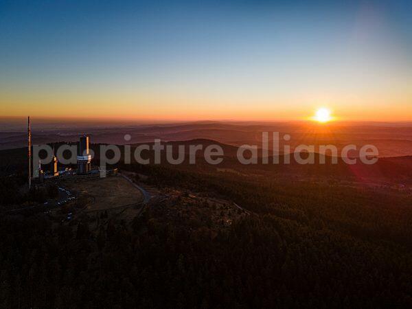 Sonnenuntergang am Großen Feldberg im Taunus (01.03.2021)