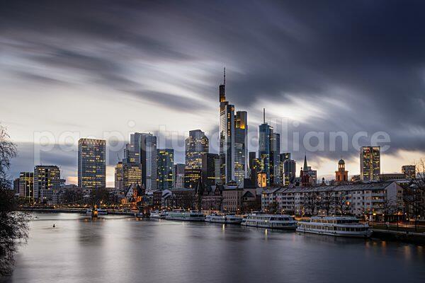 Wolken über Frankfurts Skyline (15.03.2021)