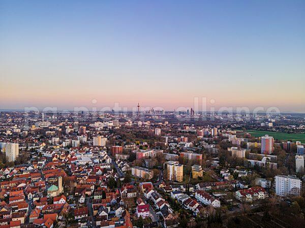 Blick aus dem Frankfurter Nordwesten auf die Skyline (31.03.2021)