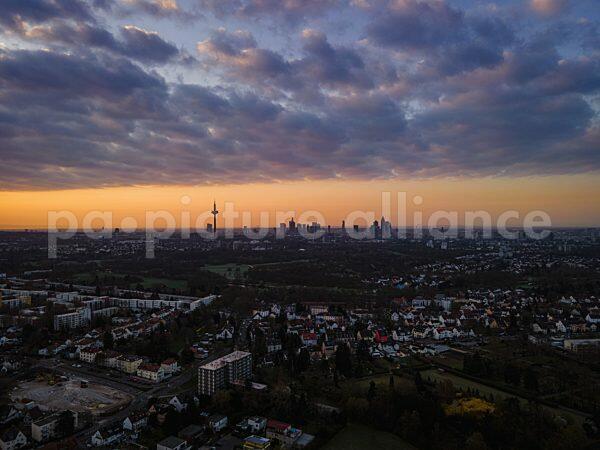 Sonnenaufgang am Ostersonntag über Frankfurt (04.04.2021)