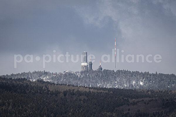 Neuschnee auf dem Großen Feldberg im Taunus (Hessen) (06.04.2021)