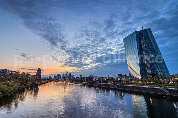 Wolken am Abendhimmel über Frankfurt (18.04.2021)