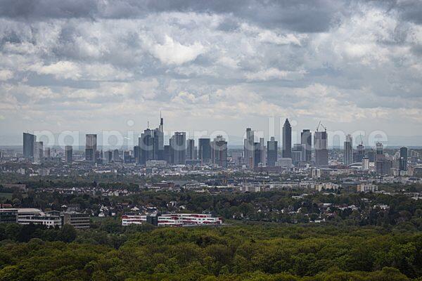 Wolken über der Frankfurter Skyline (17.05.2021)