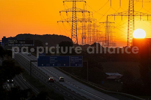 Sonnenaufgang hinter der Bundesautobahn A5 (31.05.2021)
