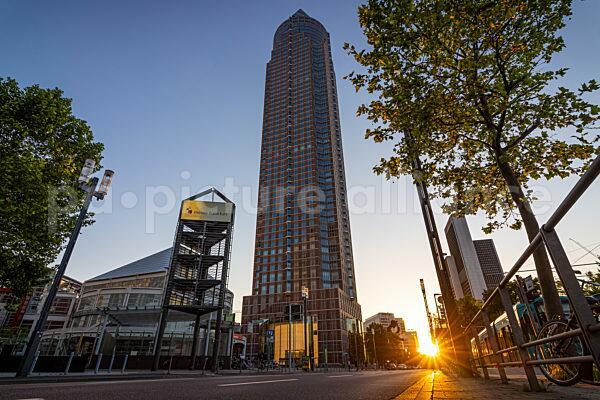 Messegelände Frankfurt am Main bei Sonnenuntergang (14.06.2021)