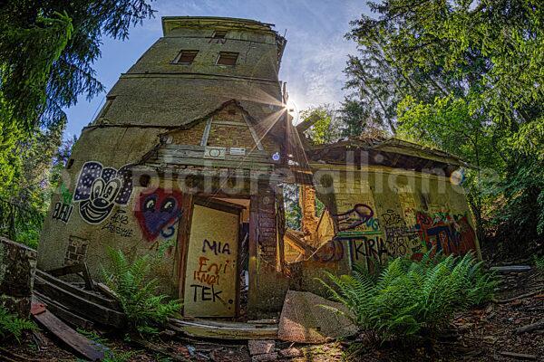 Die Ruine des Opel Jagdhauses im Taunus (15.06.2021)