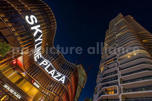 Skyline Plaza und Grand Tower in Frankfurt am Main (14.06.2021)
