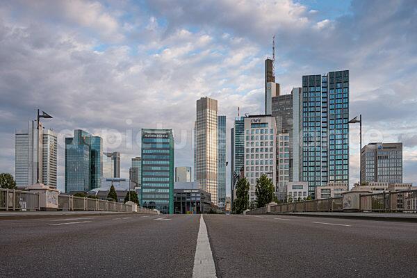Wolken über der Frankfurter Skyline (20.06.2021)