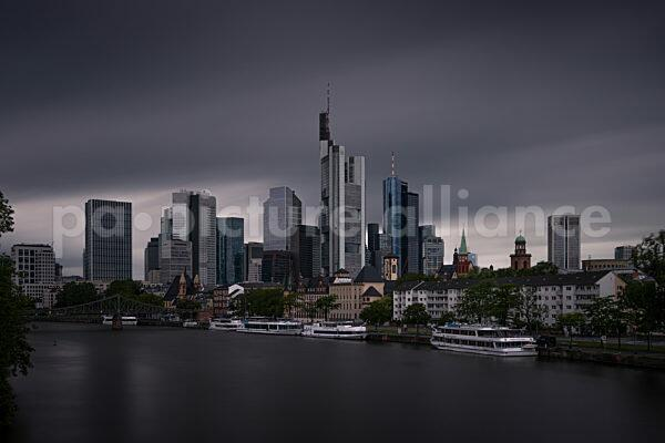 Dunkle Wolken über Frankfurt am Main (01.07.2021)