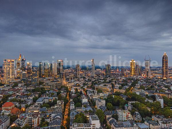 Wolken über der Frankfurter Skyline (19.08.2021)