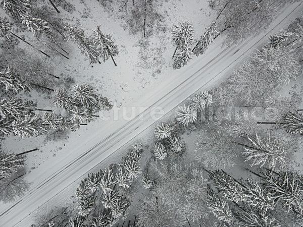 Wegen des Besucherandrangs sind die Strassen von Oberursel zum Grossen Feldberg gesperrt (04.01.2021)