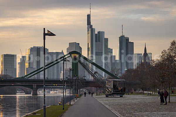 Das Mainufer an der Weseler Werft in Frankfurt am Main (11.01.2021)